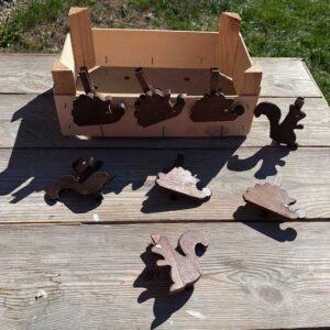 Igel und Eichhoernchen Waescheklammern aus der sbr gGmbH Holzwerkstatt
