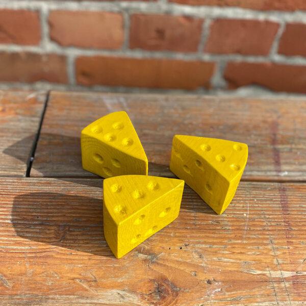 Käse Deko aus der sbr gGmbH Holzwerkstatt