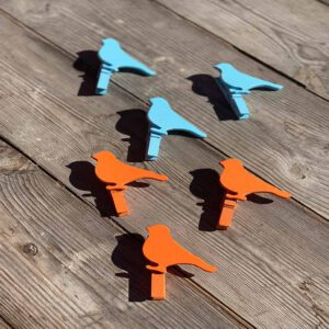 Bunte Vogel Waescheklammern aus der sbr gGmbH Holzwerkstatt