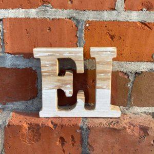 Ei Schriftzug aus der sbr gGmbH Holzwerkstatt